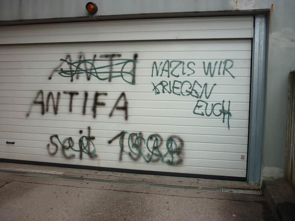 Graffitientfernung an Garagentor