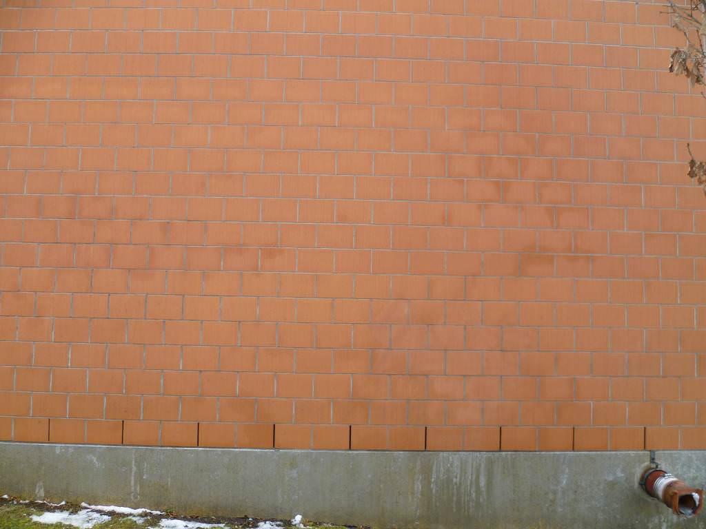 Ziegelsteinfassade nach Graffitientfernung