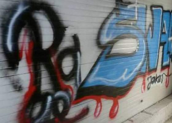 Waschanlage mit Graffiti